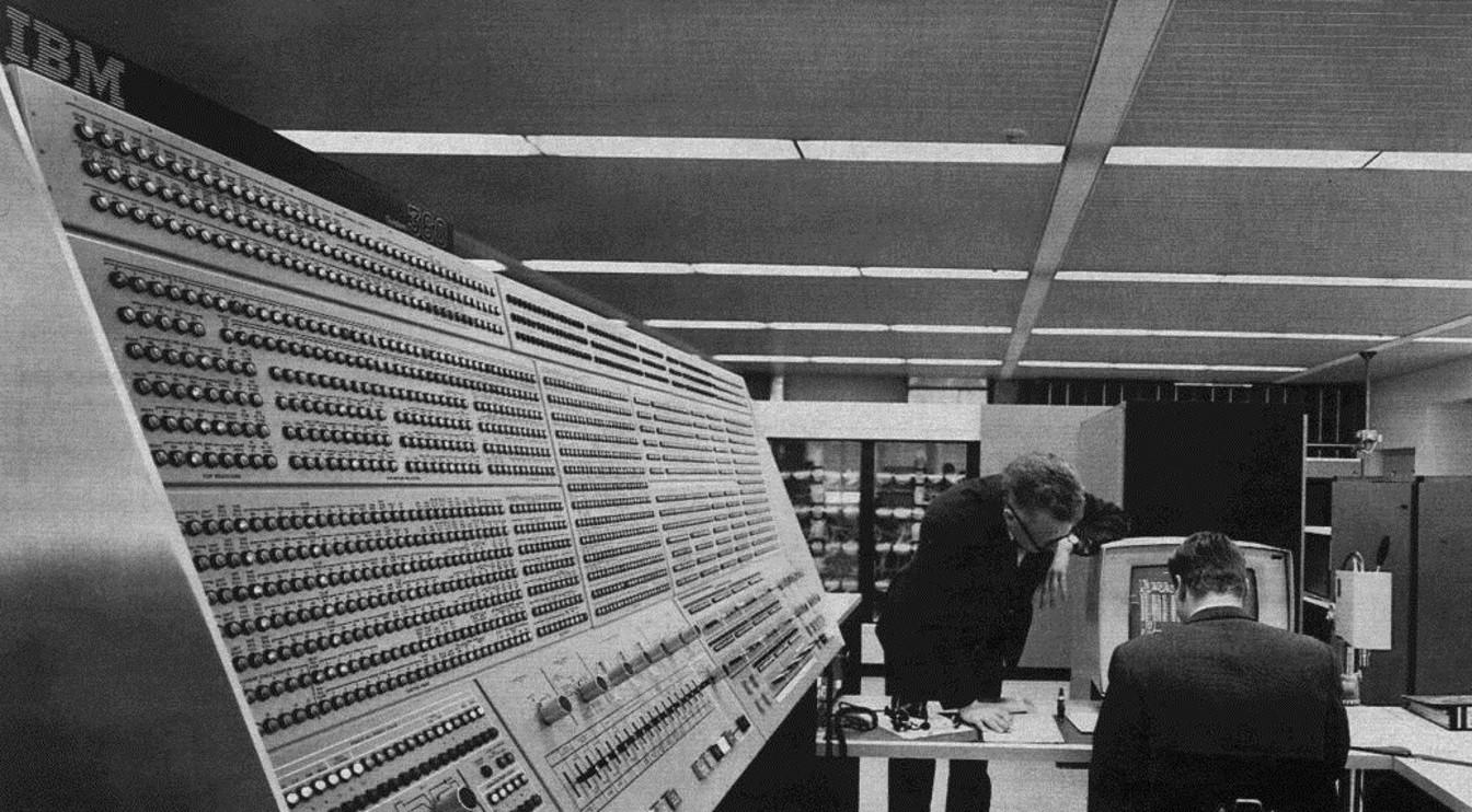 IBM System/360, cortesía de la NASA.